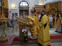 У иконы святого князя