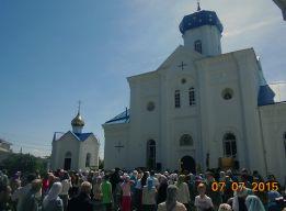 Молебен у храма