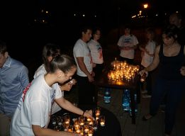 Раздача свечей