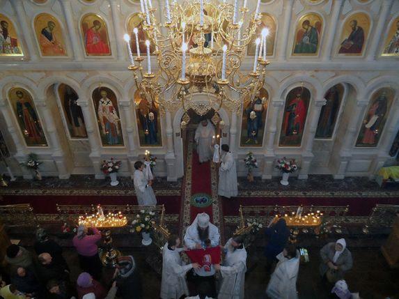 Первая литургия в Александро-Невской церкви