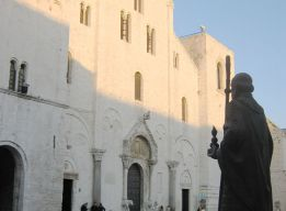 Площадь перед базиликой