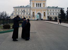 У святых ворот
