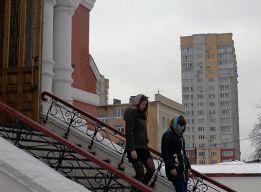 На ступенях