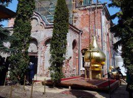 Церковный дворик