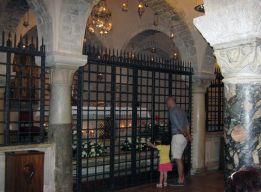 Нижняя крипта базилики