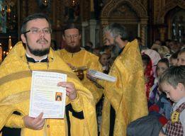 Вручение буклетов с молитвами