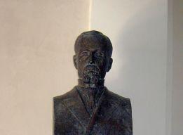 Памятник Сенкевичу